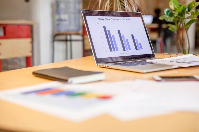 Quais são as maiores diferenças entre lucratividade e rentabilidade?