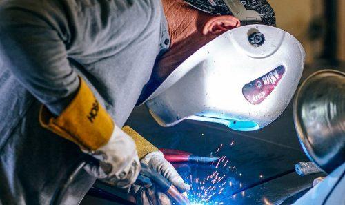 Quais são os principais equipamentos para funilaria e pintura na reparação automotiva